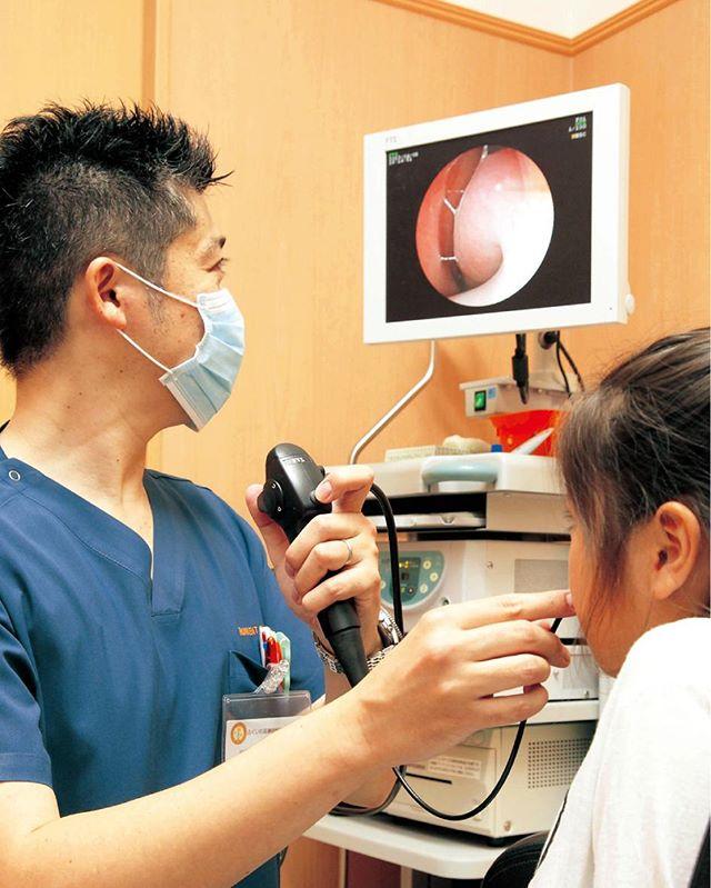 内視鏡室内の診察風景。雑誌掲載取材記事。 #ふくいわ耳鼻咽喉科クリニック #南さつま市 #加世田 #アレルギー専門医  #耳鼻咽喉科専門医 #otolaryngology #entdoctor  #allergy #clinic