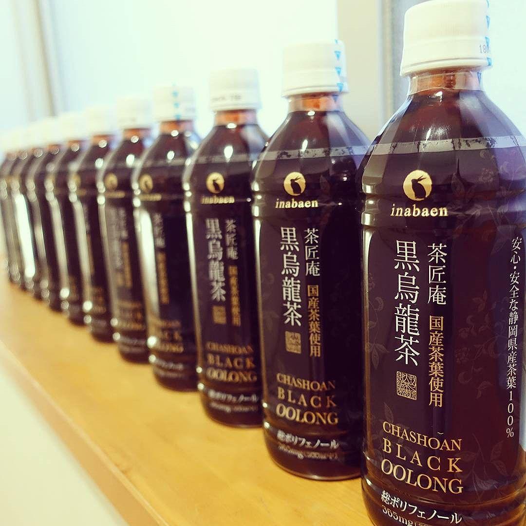楽天で見つけた国産茶葉使用の黒烏龍茶。静岡県のお茶農家さんが大事に育てた茶葉100%の黒烏龍茶ということで、思わずまとめ買い。。。スタッフ全員におすそ分けしました(笑)
