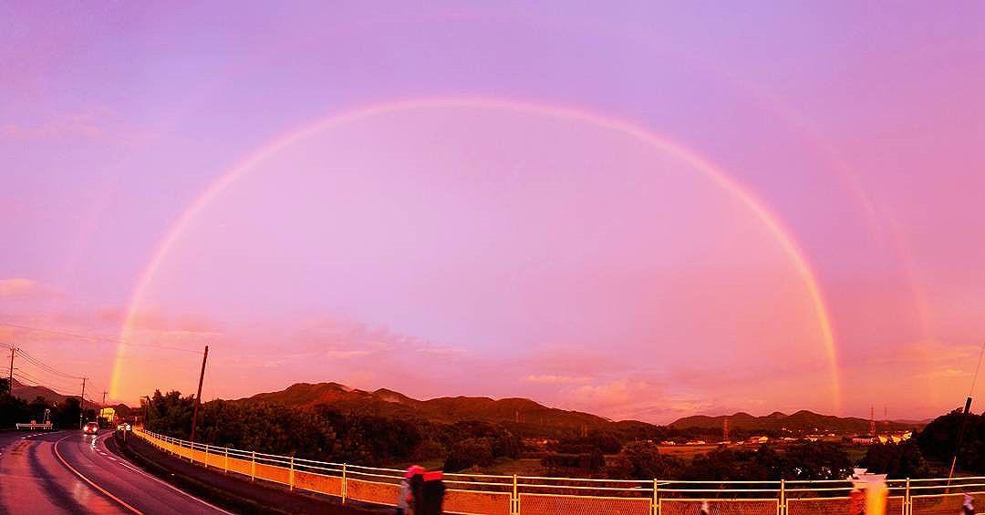 台風一過に二重の虹。台風5号の被害を免れた夕刻、東の空に綺麗な虹が。。。しかもよく見ると、なんと二重の虹!!なんだかラッキー(笑)