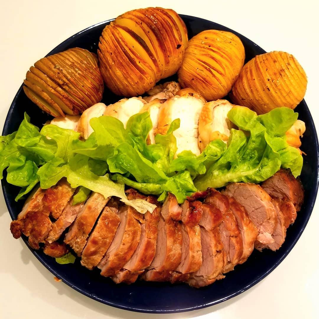 男の手料理。ロティサリーポーク&チキン、ハッセルバックポテト添え。。。パナソニックのロティサリーグリル&スモークで回転調理が楽々に。これは感動!