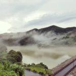 霧で霞む金峰ダム