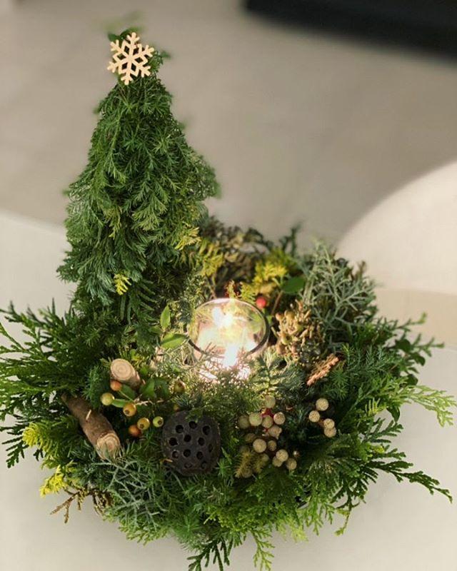 スタッフによる今月のお花。クリスマス・フォレスト。キャンドルで聖なる夜を演出。。。さらにPixaloopで院長勝手にアレンジ